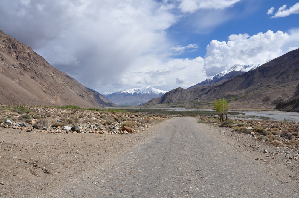 Breites Wakhan Tal mit Schotterpiste