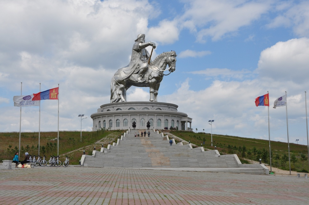 Chingis Khan Statue mit Treppe