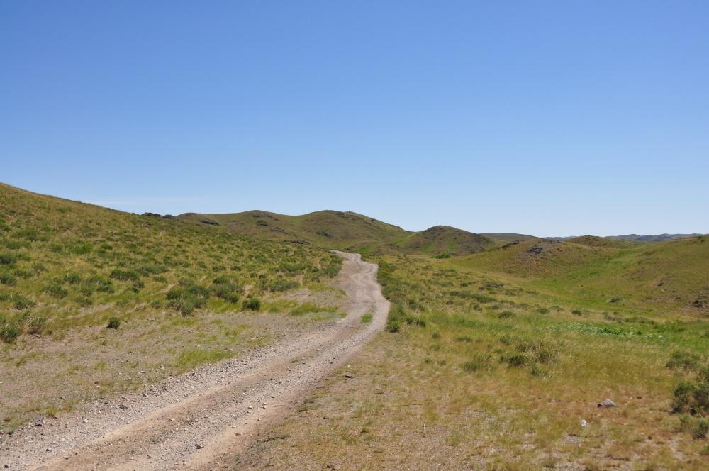 Fahrweg durch die Hügel
