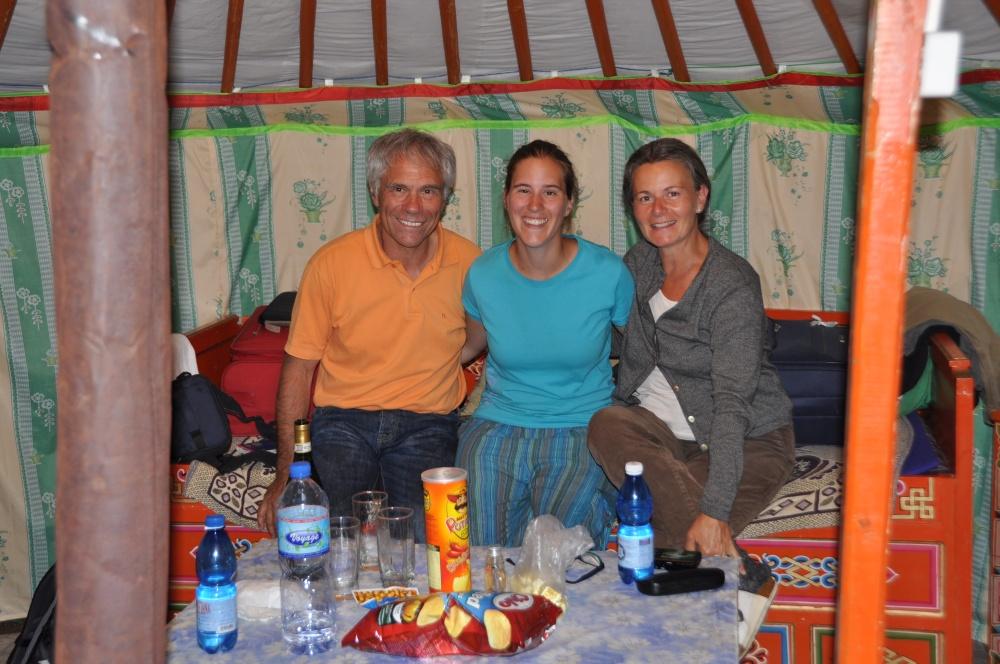 Fränzi und Eltern in Jurte