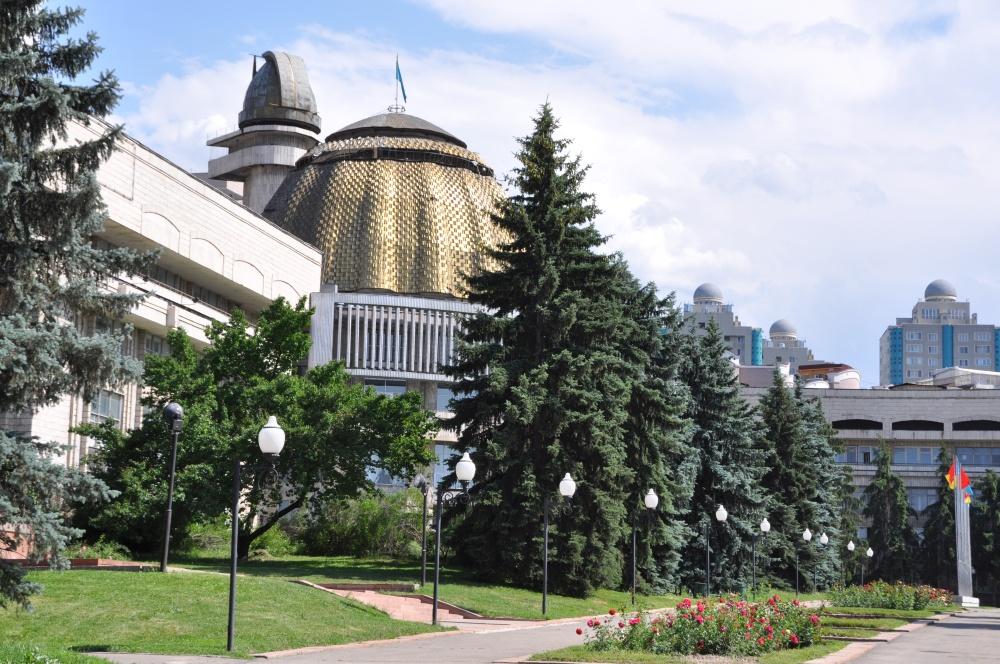 Gebäude mit goldener Kuppel