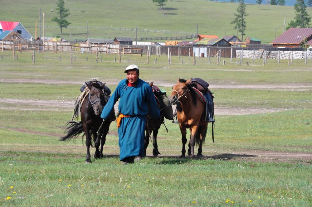 Mongole mit Pferden