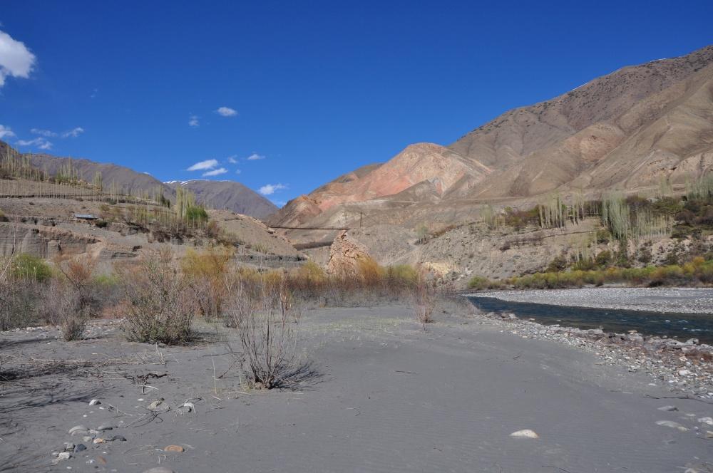 Sandiges Ufer vom Zerafshan Fluss