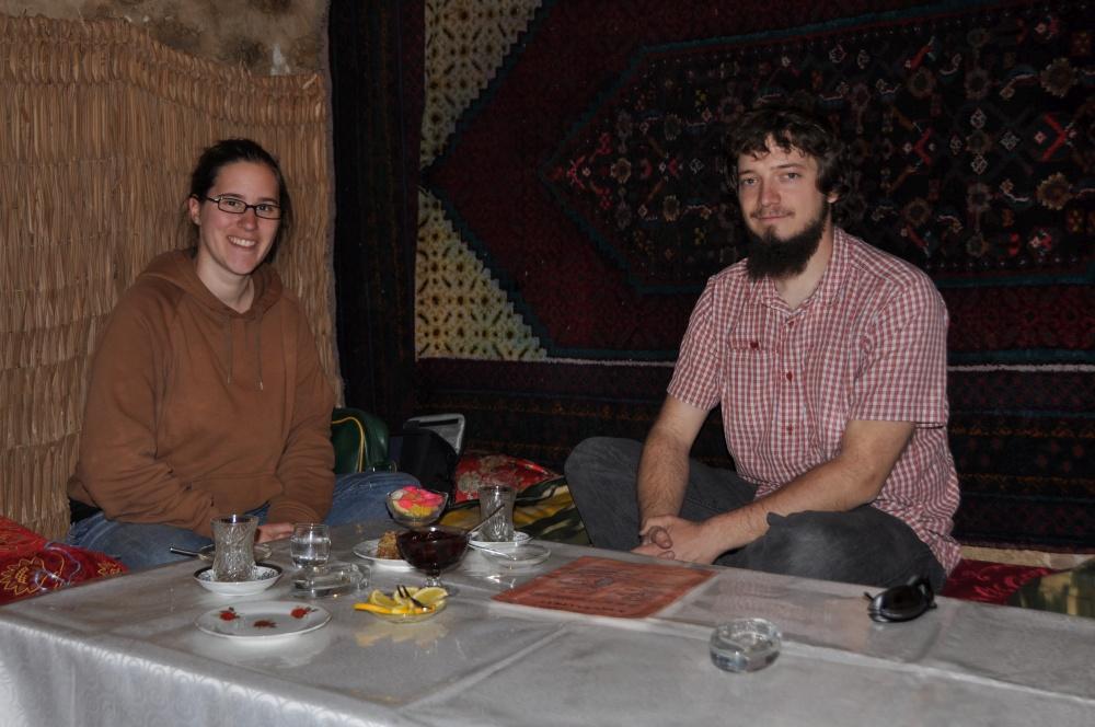 Tobi, Fränzi bei Teezeremonie