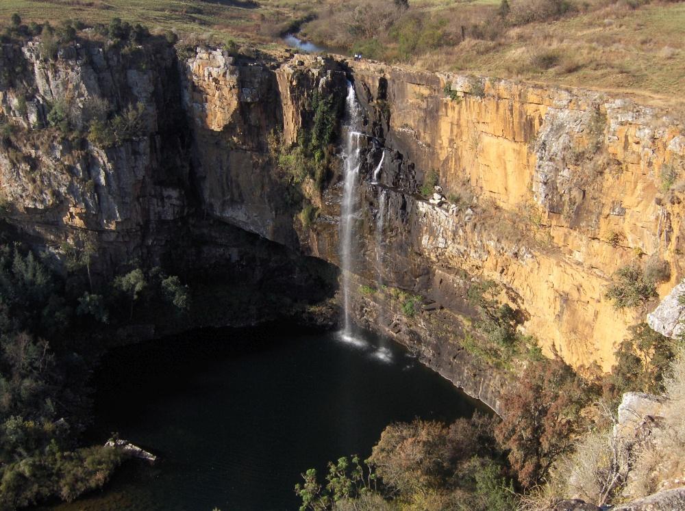 Wasserfall mit See