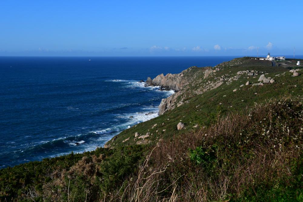 Gruene Klippe Leuchtturm Galicien