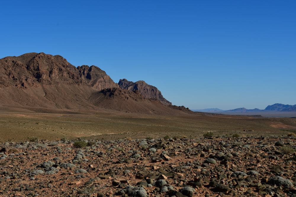 Dunkle Steine Berg trockene Steppe