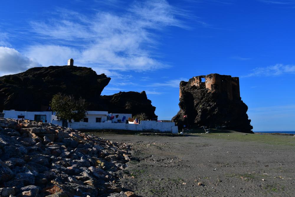 Ruine auf Fels Mittelmeerkueste