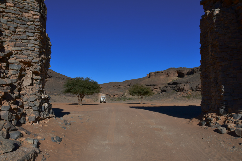 Manny innerhalb Krater Gara Medouar