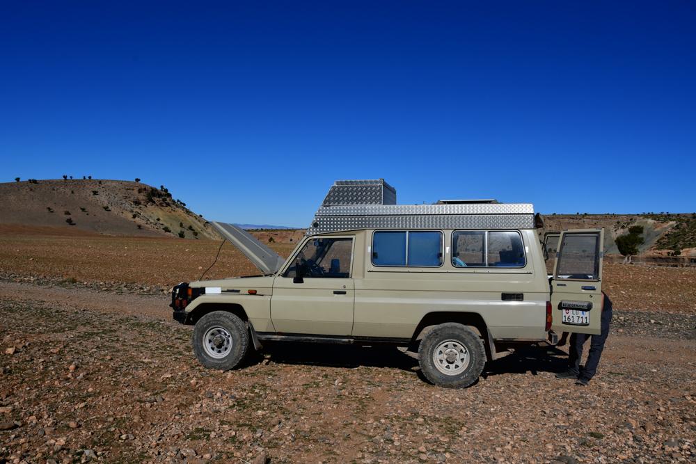 Oued Jaffar Manny Motorhaube offen