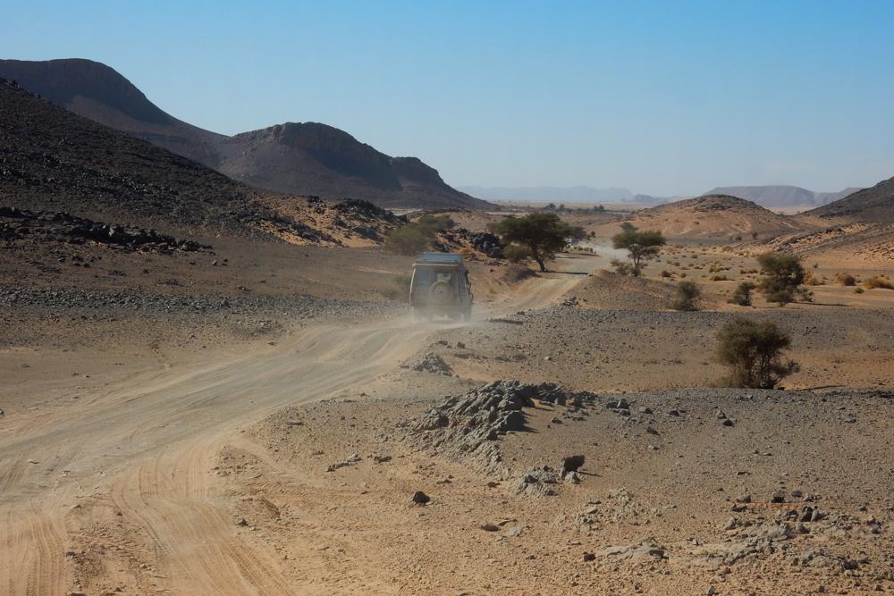 Sandstaubwolke Manny Huegelkette entlang