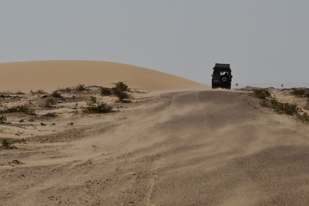 Sandsturm Strasse Manny Sand in Luft