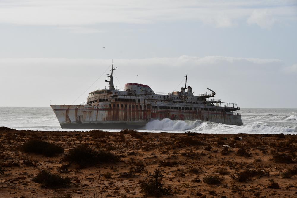 Schiffswrak Atlantik tosende Wellen Wolken