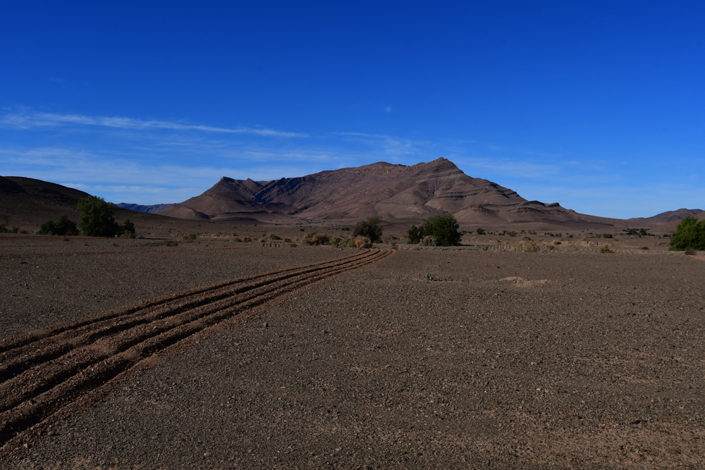 Berg Anti Atlas Bewaesserungsrillen trockenes Feld
