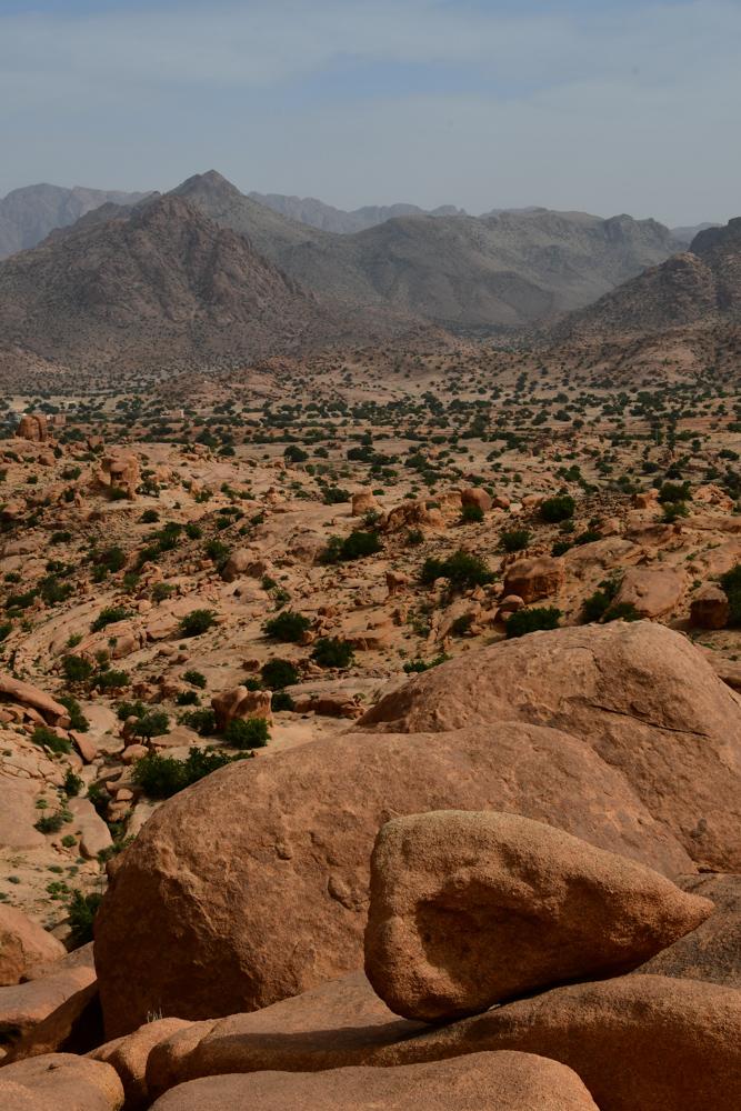 Berge runde Felsen Senke Tafraout blaue Steine