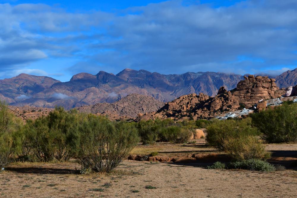 Morgenstimmung blaue Steine Tafraout Bergkette Wolken