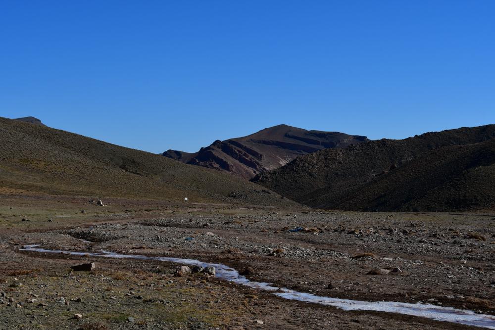 Gefrorener Bach Berge hoher Atlas