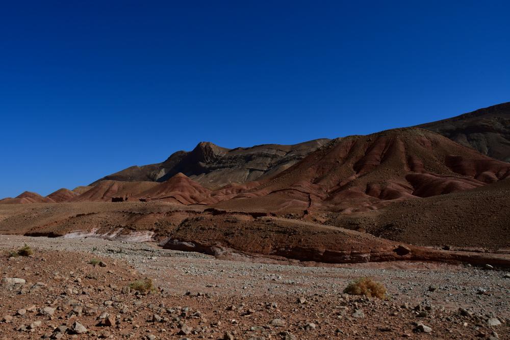 Roetliche Berge Naehe von Bou Thrarar