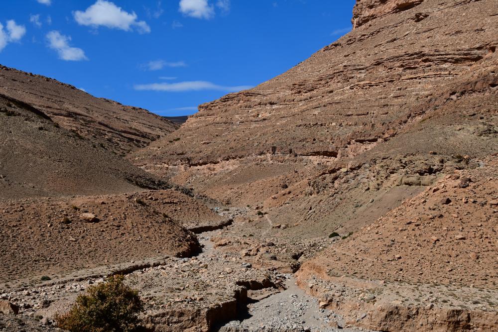 Steile Felswände zwischen Todra- und Dadesschlucht