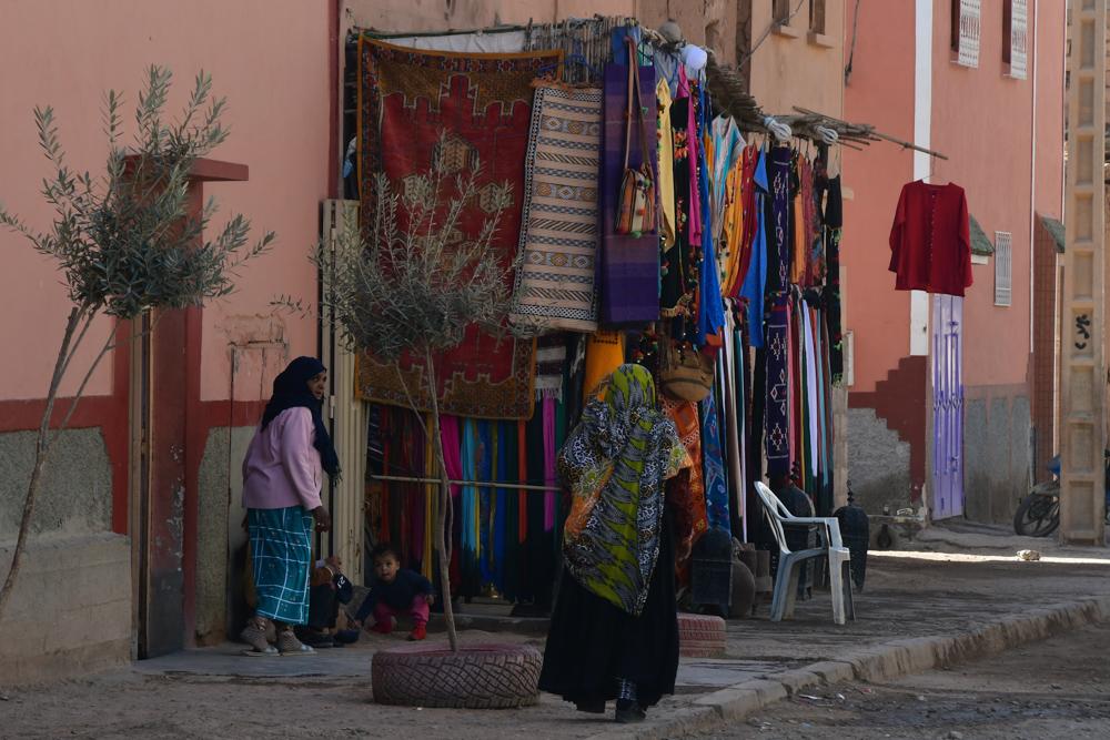 Teppichgeschaeft Frauen Kinder Zagora