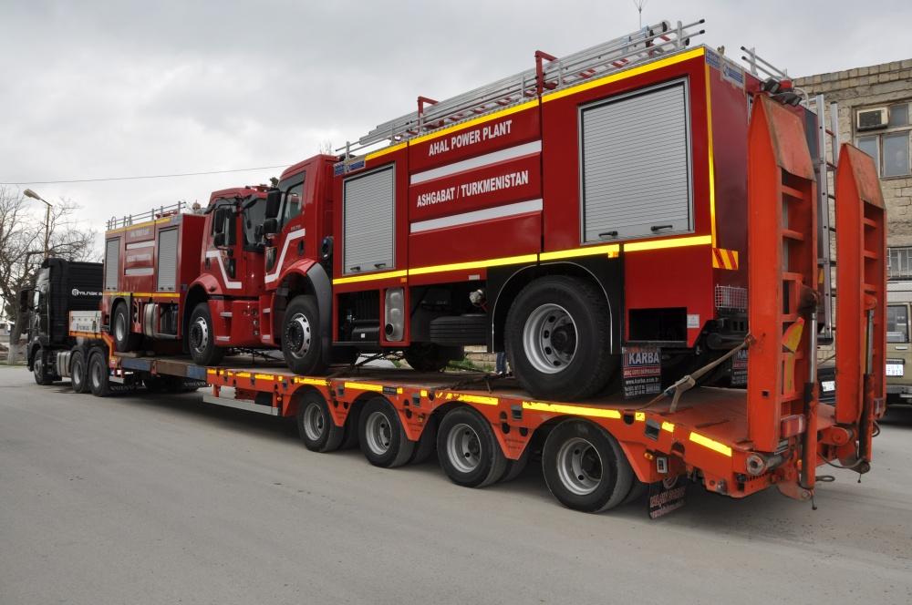 Feuerwehrautos auf Lastwagen