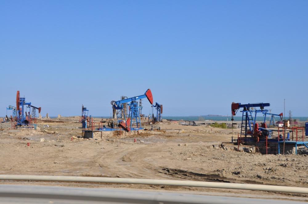 Ölpumpen in der Wüste