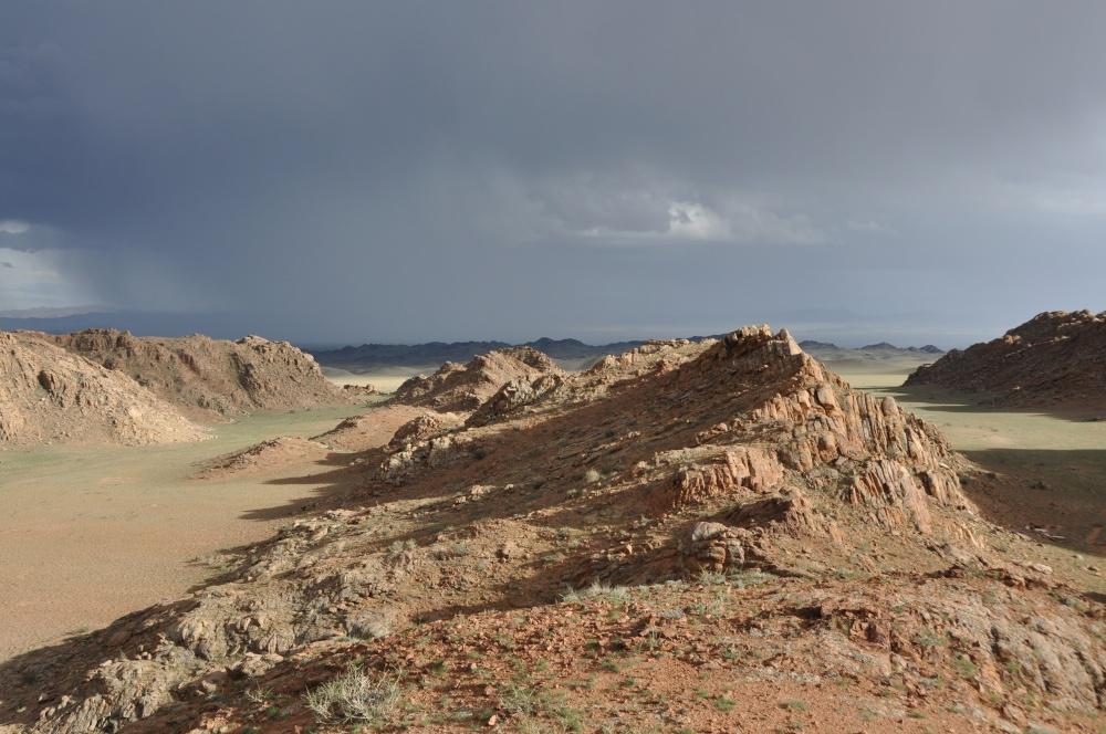 Roter Granit oberhalb des Achit Nuur