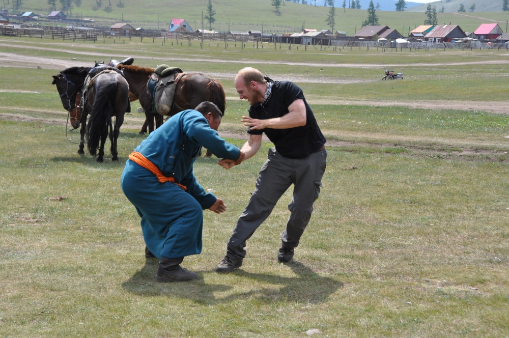 Sebastian und Mongole ringen