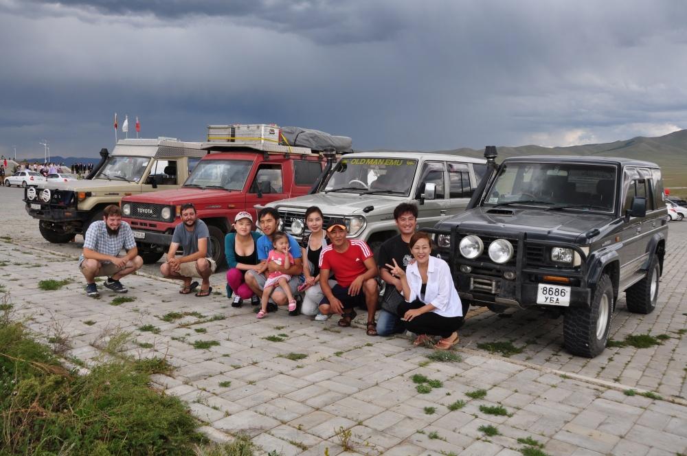 Toyota Landcruiser und Mongolen