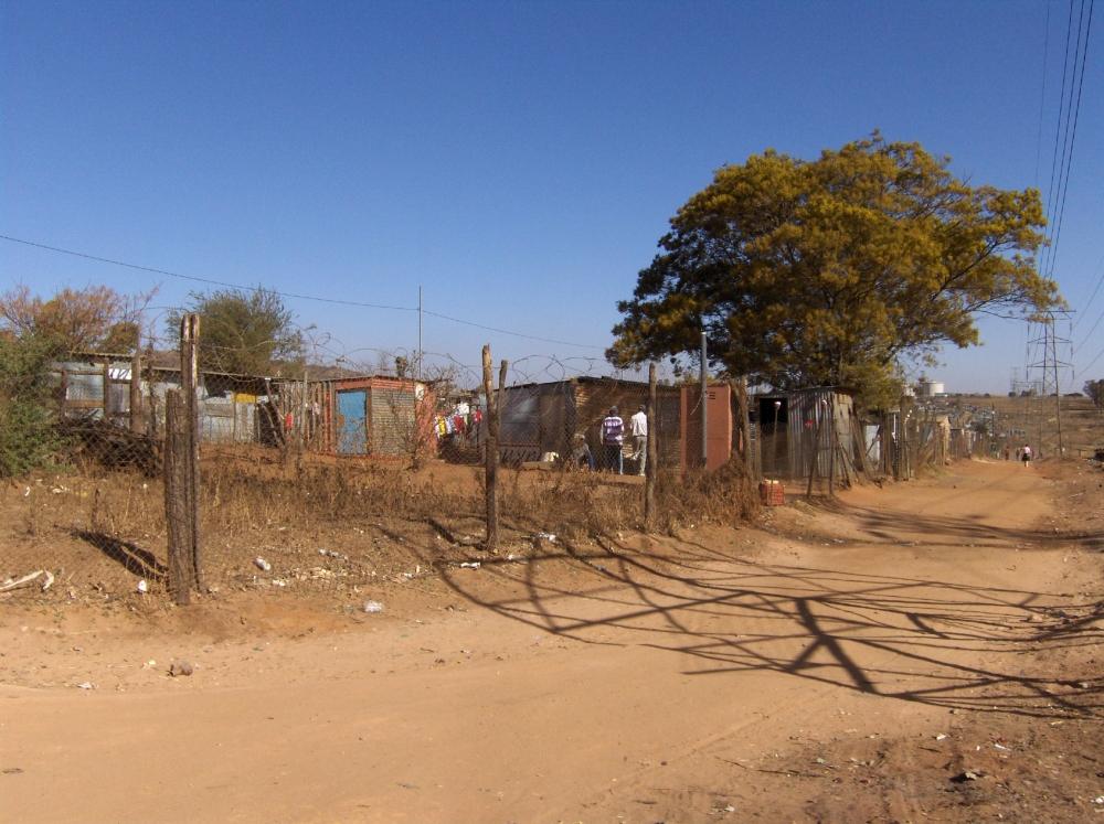Auf einer Strasse in Soweto