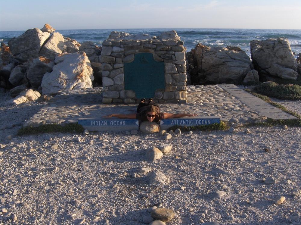Fränzi beim Monument Indischer und Atlantischer Ozean
