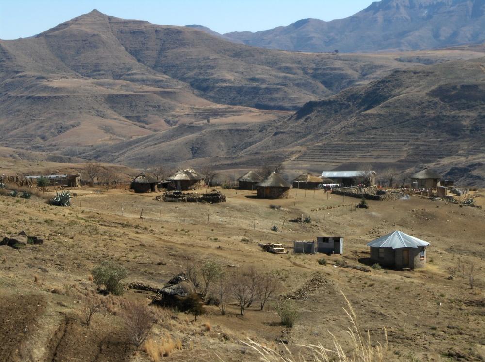 Runde Häuser in Lesotho