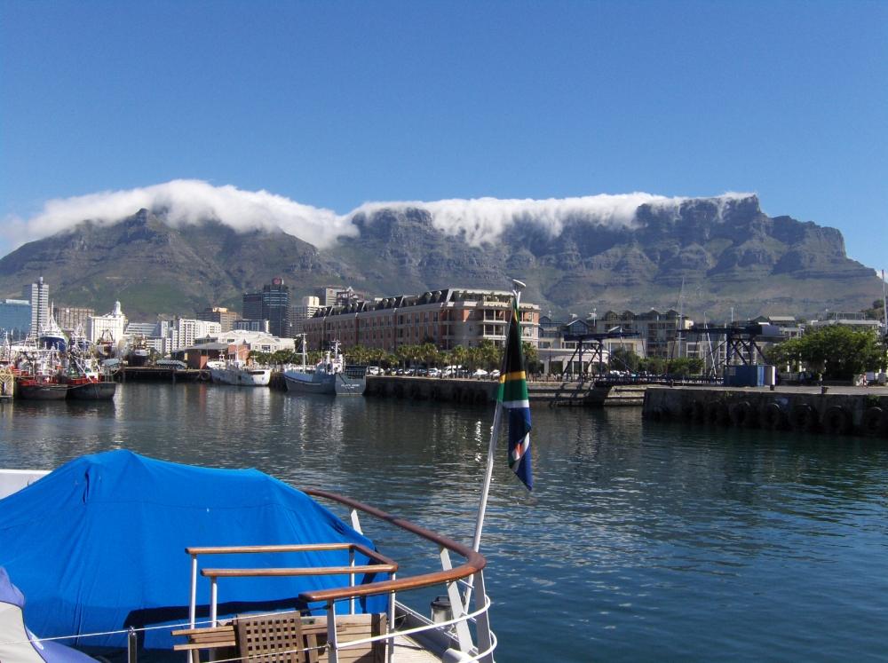 """Table Mountain mit """"Tischtuch"""""""