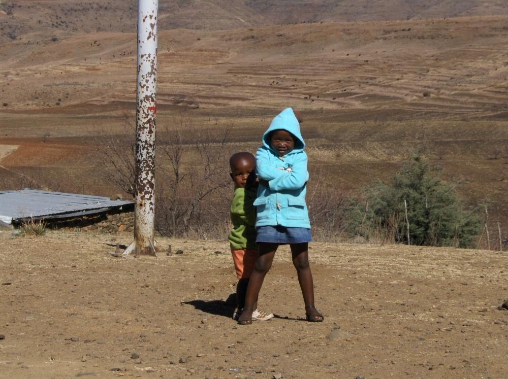 Zwei Kinder in Lesotho