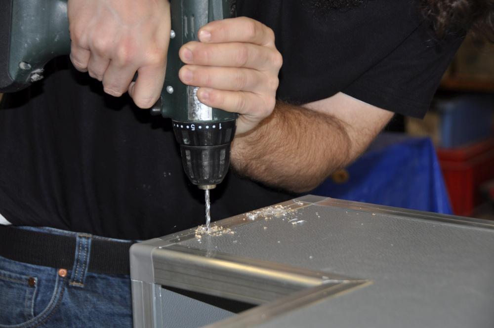 Casemaker Innenausbau Löcher bohren für Nieten