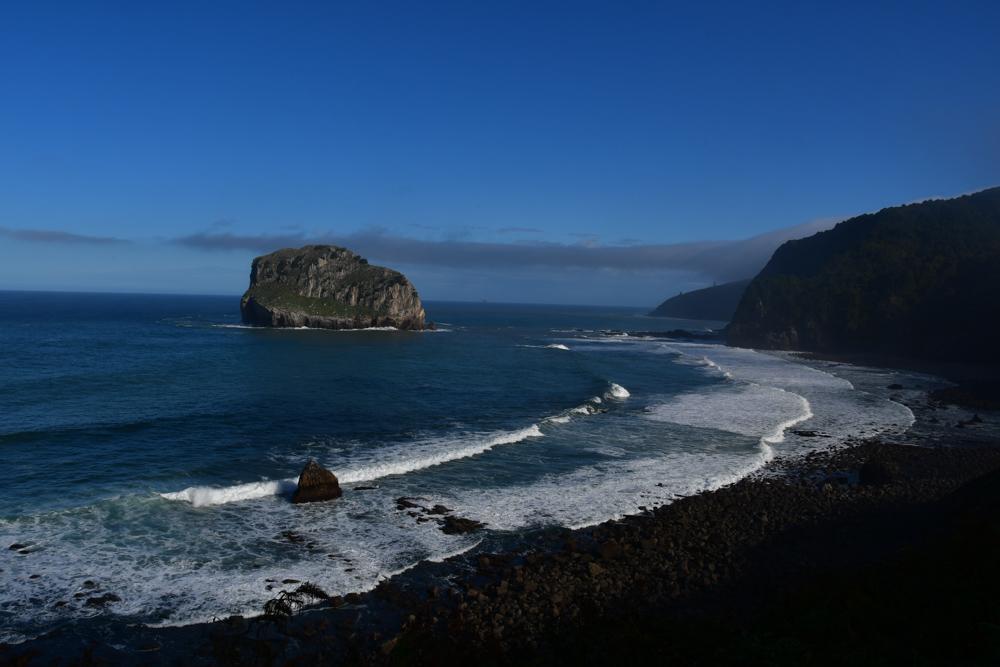 Felsen im Meer Strand Gaztelugatxe
