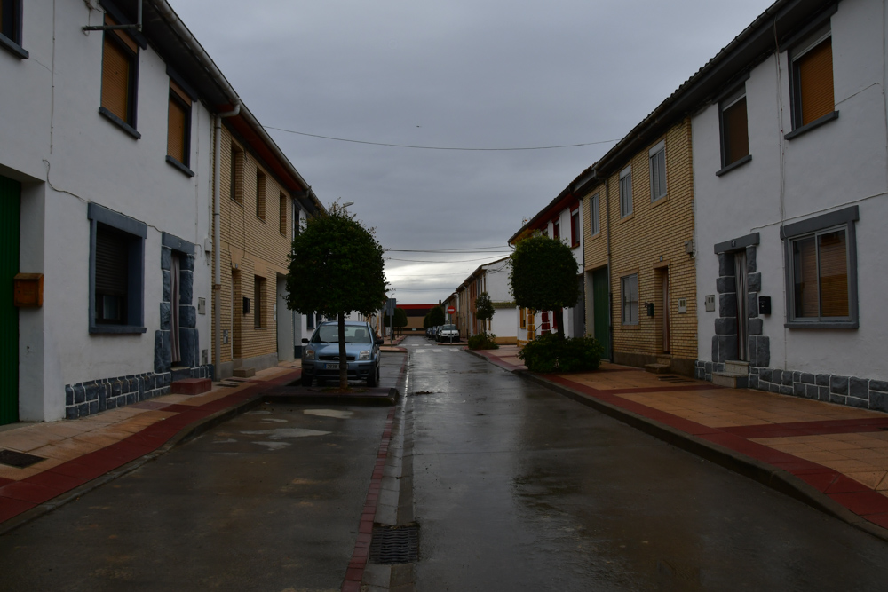 Haeuserreihe Arugedas Regenwetter