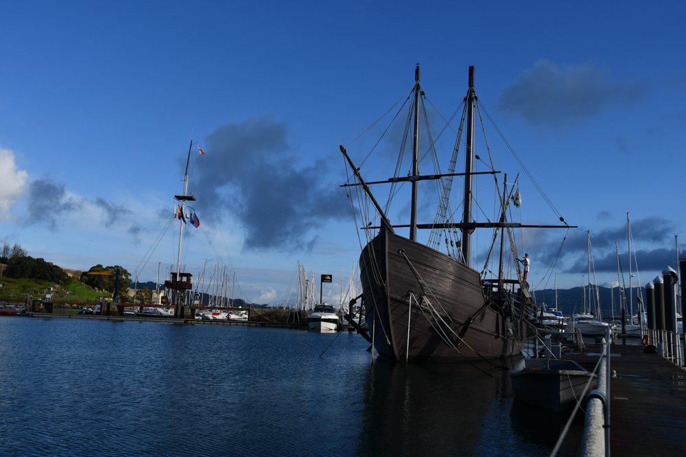Kolumbusschiff im Hafen