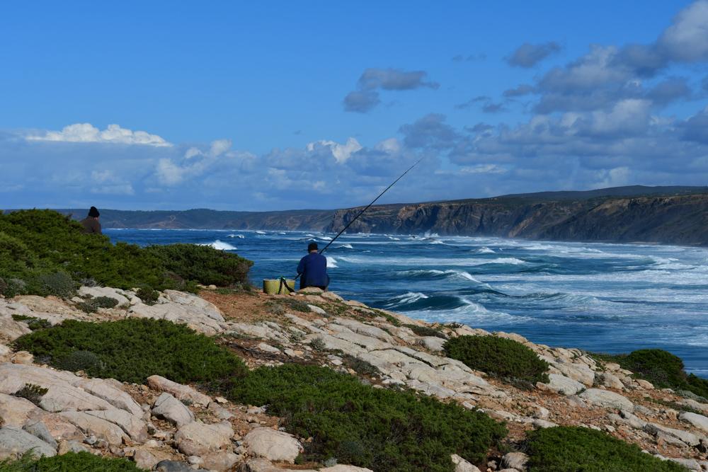 Fischer steile Kueste Algarve