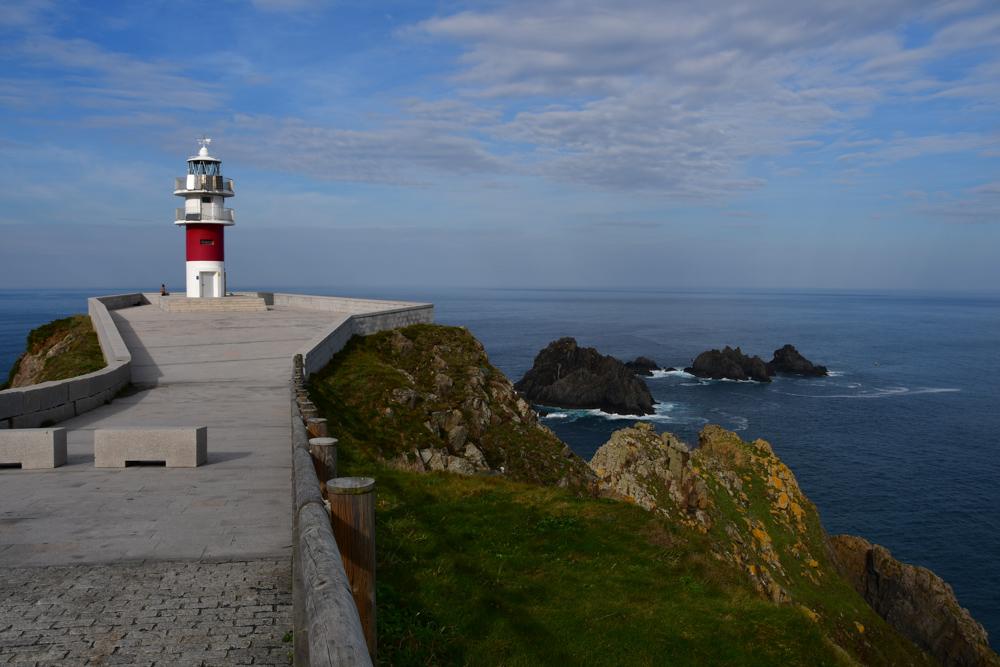Leuchtturm Felsen im Meer Galicien