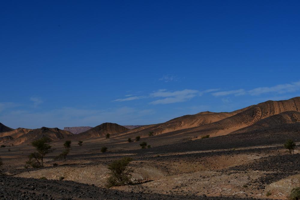 Dunkle Steine Bergkette Richtung Zagora