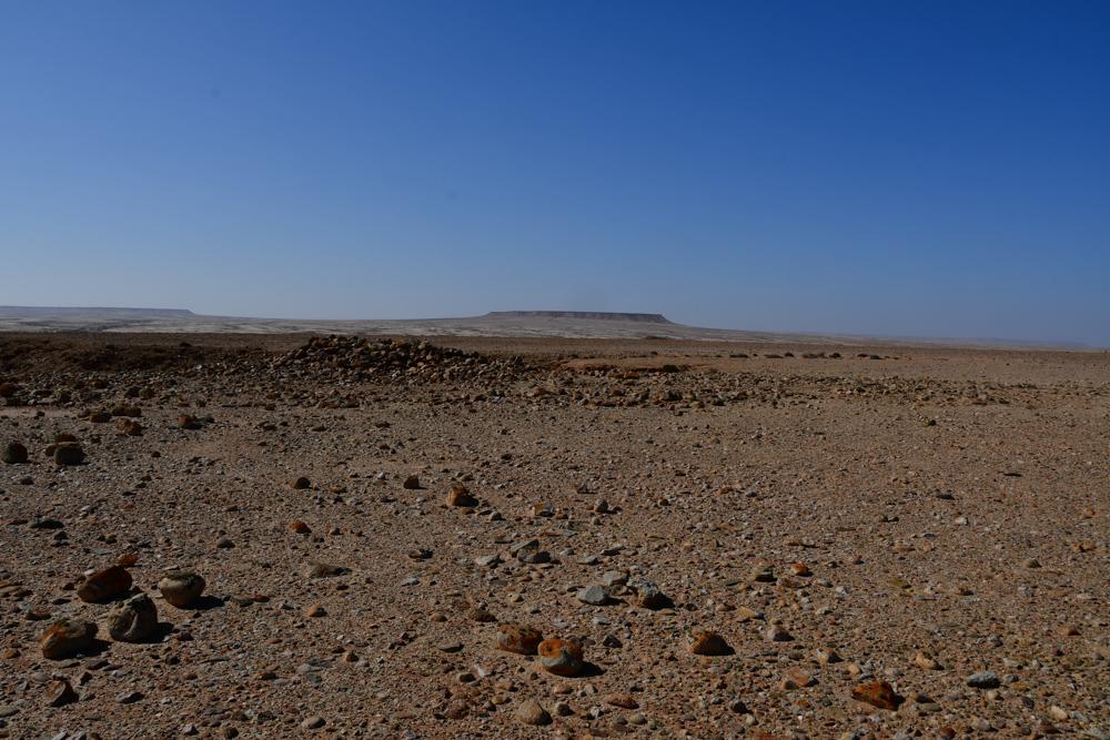 Tafelberg mit Antennengrab Steine