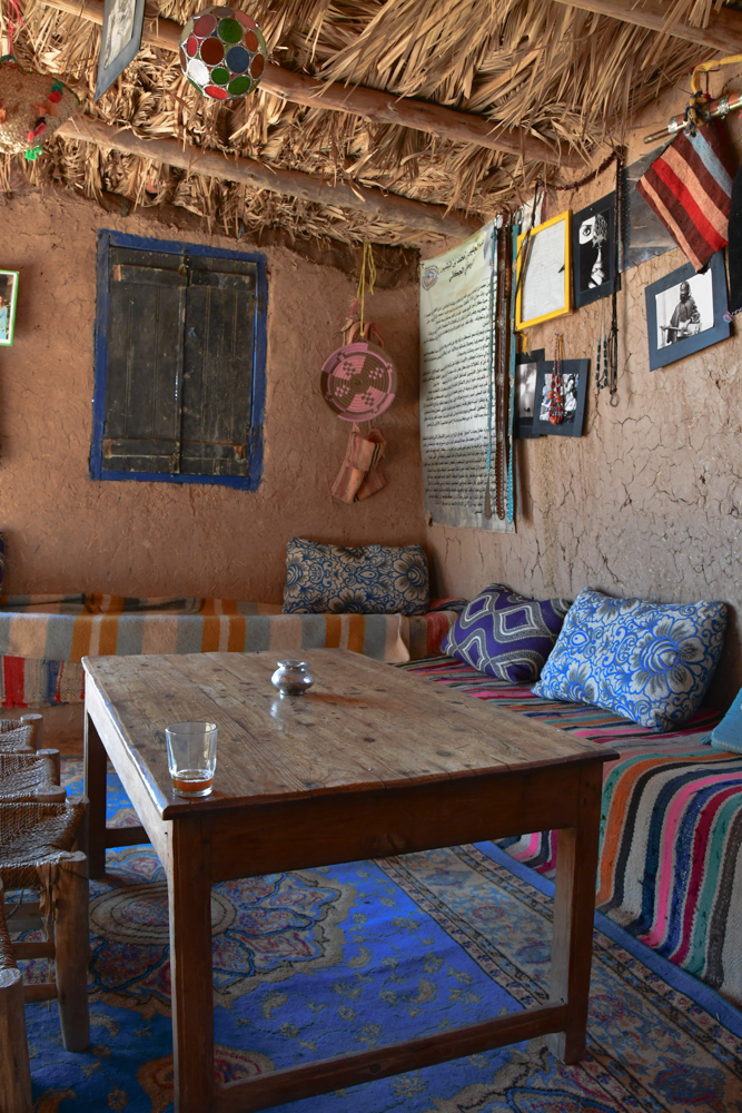 Tee in marokkanischem Haus Tisch