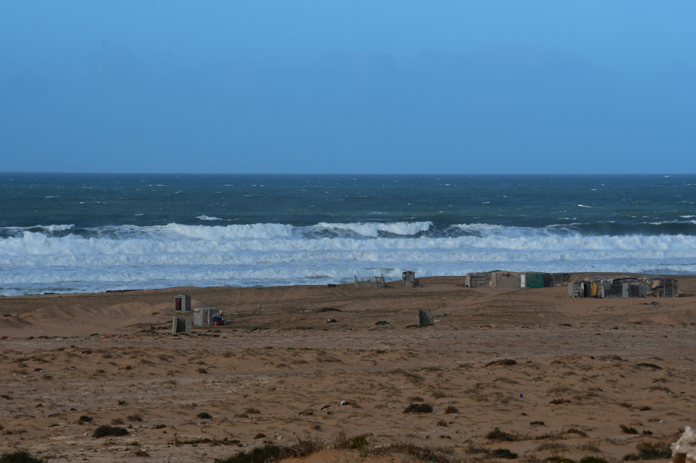 Wellen Fischerhuetten Strand Atlantik
